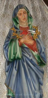Mary, help us to love as you do!
